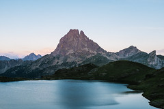 Sunset on the Ossau peak and Ayous Lakes (Ant1_G) Tags: sunset wild mountain france nature sport montagne sunrise spain lac peak hike adventure valley effort reward pyrenees randonnee ossau ayous pyrennees