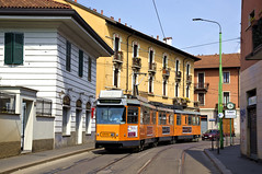 Auf Einrückfahrt begegnet uns in Niguarda der Fiat-Wagen 4969 (Frederik Buchleitner) Tags: italien italy milan italia fiat milano tram 4900 streetcar atm jumbo m83 mailand niguarda fuoriservizio trambahn stanga 4969 metrotranvianord metrotram strasenbahn atmmilano tranviaria fiatferroviaria aziendatrasportimilanesi jumbotram baureihe4900