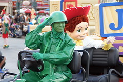 Toy Story Green Army Man & Jessie. Christmas Fantasy Parade in Disneyland. (GMLSKIS) Tags: california jessie disneyland disney parade amusementpark anaheim greenarmyman christmasfantasy