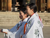 Mikos (thaisa1980) Tags: 2016 ceremony meiji meijijingū santuario shinto shintoist tokyo yoyogi boda ceremonia japan japón maidens miko monaguillas ritual sanctuary sintoismo sintoista tokio tradición tradition wedding