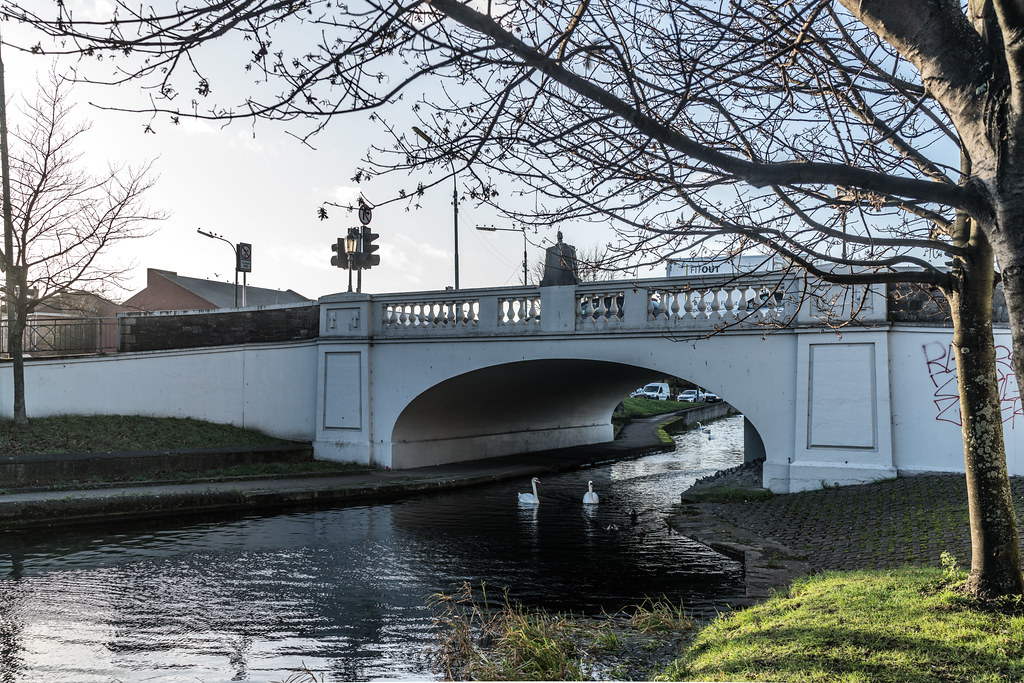 THE ROBERT EMMET BRIDGE AND NEARBY [ THIS BRIDGE AT HAROLDS CROSS CLANBRASSIL BRIDGE]-124129