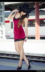 María - 3/5 (Pogdorica) Tags: modelo sesion retrato posado estacion tren anden chamartin chica sexy maria rivero