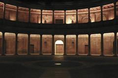 Palacio de Carlos V nocturna (Juan J. Márquez (de vuelta a la batalla)) Tags: color granada andalucia alhambra palaciodecarlosv viajar turismo viajes patrimonio monumentos nazari nocturna