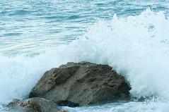 DSC_7645 (Michele d'Ancona) Tags: mare scogli agitato mosso schiuma onde azzurro vela
