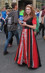 Queen of Hearts (rjevans6) Tags: edinburgh streetphotography royalmile highstreet g12 canong12 fringe2015