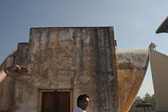JAIP-6846 Jantar Mantar Hand (rose.vandepitte) Tags: india man nikon hand jaipur jantarmantar 35mmlens d700