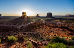 Monument Valley - Sunrise (Federico Donati) Tags: arizona panorama usa sun monument sunrise landscape utah nationalpark twilight butte background nevada valley np monumentvalley mittens navajonations