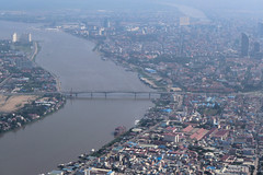 The Mekong river along Phnom Penh's Sisowath Quay (SchoonbrodtB) Tags: cambodge cambodia kambodscha mekong phnom penh tonle camboya カンボジア windowseatview