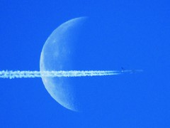 Fly Me Across The Moon (Gary Chatterton 3 million Views Thank You All) Tags: unitedairlines airliner aircraft aeroplane moon halfmoon bluesky