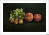 Los últimos del otoño (V- strom) Tags: bodegón frutos otoño negro granadas uvas nueces texturas nikon nikon2470 nikon50mm naturaleza