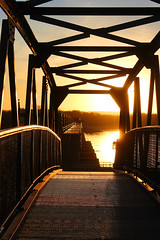 Famous Footbridge (view2share) Tags: alma wi wisconsin buffalocounty mississippiriver mississippirivervalley uppermississippirivervalley mississippi armycorp armycorpofengineers bridge dam lockanddam sunset sun sundown river water waterway visitor observation october222016 october2016 october 2016 evening fall autumn steel metal steelbridge grate grating railing crossing bnsf bnsfrailway stcroixcounty deansauvola