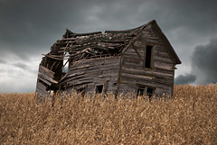 It's been awhile, since I could, hold my head up high (nikons4me) Tags: itsbeenawhilesinceicouldholdmyheaduphigh oldhouse oldbuilding abandoned iowa ia clouds hansonhouse tamacounty decay nowgone nikond80 tamron28200mmf3856asphericalifldsuper171d oncewashome