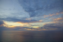 Pacific Sunrise (cookedphotos) Tags: canon 5dmarkii travel hawaii oahu diamondhead crater park hike hiking dawn morning sunrise ocean pacific pacificocean clouds sky diamondheadcrater honolulu