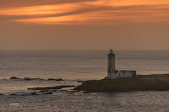 Frohes Neues Jahr *** 2017 *** Happy New Year (hph46) Tags: atlantik caboverde donamariapia hafen leuchtturm santiago lighthouse sonnenuntergang sunset sony alpha7r
