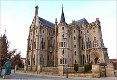 Palacio Episcopal de Astorga (León) (Luisa Gila Merino) Tags: gaudí astorga