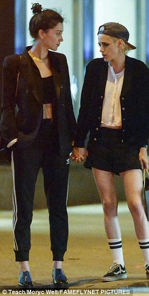 Με ένα φιλί επιβεβαίωσε η Kristen Stewart τη σχέση της με το πρώην κορίτσι της Cara Delevingne