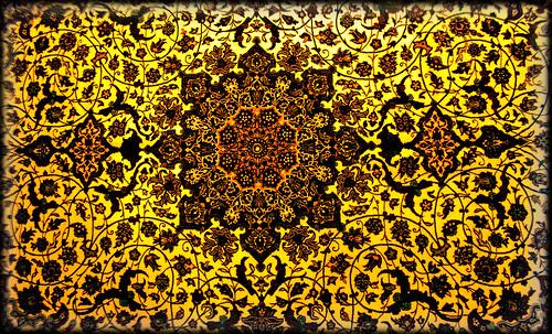 """Alfombras, espacios íntimos que simbolizan templos, árboles de la vida y el conocimiento, astros y paradisos. • <a style=""""font-size:0.8em;"""" href=""""http://www.flickr.com/photos/30735181@N00/32569482456/"""" target=""""_blank"""">View on Flickr</a>"""