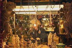 Venetian craftsman (Nicolay Abril) Tags: italia venecia italy venice italie venise italien venedig venezia taller artesano tallerdeartesanías porcelana esculturasdeporcelana ángeles ángelesdeporcelana vírgenmaría niñojesús girnaldas luces lucesdenavidad collares collardeperlas officina artigiano laboratorioartigianale porcellana scultureinporcellana angeli angeliinporcellana verginemaria gesùbambino ghirlande luci natale collane perle atelier artisan atelierdartisanat porcelaine sculpturesenporcelaine desanges porcelaineanges laviergemarie bébéjésus guirlandes lumières noël colliers perles china porcelainsculptures angels porcelainangels virginmary babyjesus lights christmaslights necklaces pearlnecklace werkstatt handwerker handwerkwerkstatt porzellan porzellanskulpturen engel girlanden lichter halsketten