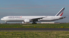 F-GZNO, Boeing 777-328(ER), 38665/1007, Air France, CDG/LFPG 2015-10-03. (alaindurandpatrick) Tags: boeing af airports airlines 777 airfrance airliners cdg boeing777 boeing777300 jetliners afr 777300 lfpg fgzno parisroissycdg 386651007