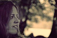 Melancolía (jcmejia_acera) Tags: sunset woman landscape lago atardecer mujer paisaje mirada melancolía rostro pensativa