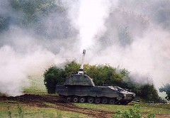 "Panzerhaubitze 2000  11 • <a style=""font-size:0.8em;"" href=""http://www.flickr.com/photos/81723459@N04/23588089950/"" target=""_blank"">View on Flickr</a>"