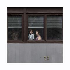 Madone (hélène chantemerle) Tags: fenêtre rue femme enfant portrait madone street window woman child people 22
