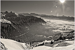 La mer de Brouillard au Valais , the sea of clouds &  the Rochers de Naye . No, 6227. (Izakigur) Tags: swiss suiza suisia suizo suïssa switzerland schweiz liberty izakigur flickr feel europe europa dieschweiz suisse romandie svizzera سويسرا vaud vd valais wallis nikond700 nikkor nikkor2470f28 lasuisse d700 topf25 100faves 200faves 250faves 500faves