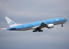 PH-BQA_777-206/ER_KLM_CYVR_1277 (Mike: Time Off, Back Aug.) Tags: boeing 777 777200 777206er kl klm yvr cyvr vancouverinternationalairport richmond bc britishcolumbia canada westerncanada westernregion