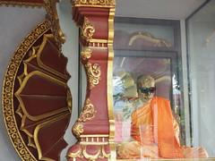 The Mummified Monk, Koh Samui (sgnlc) Tags: monk reflect sunglasses temple thailand orange red reflection