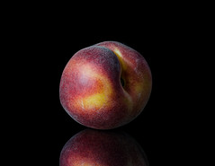 Peach (Berenice Calderón) Tags: blackbackground fruit peach fruta durazno