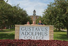 IMG_0163.jpg (Gustavus Adolphus College) Tags: old family sign student day main move oldmain movein firstyear moveinday 201204 20150904