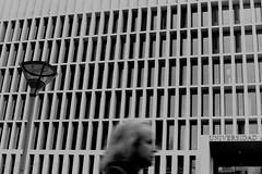 (bisonte invencible) Tags: blackandwhite texture textura blancoynegro architecture canon arquitectura canona1 biancoenero borrisco trama blancetnoir universidadautónoma
