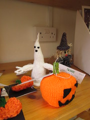 Things that go Clickety-Clack in the Night (Balticson) Tags: halloween wool pumpkins ghosts witches knittihg