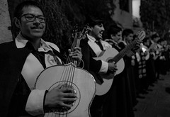 Viva la musica (mripp) Tags: leica music white black art peru america fun mono guitar kunst south joy performance band sing monochrom musik q arequipa gitarre singen südamerika scharzweiss