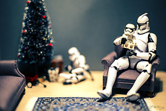 Baby's First Christmas (3rd-Rate Photography) Tags: christmas canon toy actionfigure 50mm starwars lego florida christmastree stormtrooper present jacksonville 365 minifig minifigure clonetrooper toyphotography 5dmarkiii earlware 3rdratephotography theforceawakens firstorderstormtrooper
