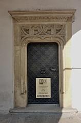 Krakov, Wawel (99) (ladabar) Tags: doorway portal kraków cracow cracovia krakau krakov dveře portál