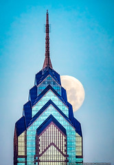 One Liberty Place (mhoffman1) Tags: helmutjahn onelibertyplace philadelphia philly sonyalpha a7r architecture cityscape fullmoon lunar moon skyscraper