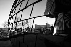 Düsseldorf Medienhafen (Georg Hirsch) Tags: düsseldorf medienhafen architecture gehry spiegelung spiegel metall aluminium platten fenster hotel himmel blauerhimmel