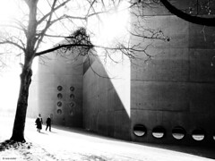 What's going wrong? (René Mollet) Tags: cold sunny zürich landesmuseum blackandwhite bw monchrom monochromphotographie street streetphotography shadow silhouette winter renémollet penf zuiko 35mm