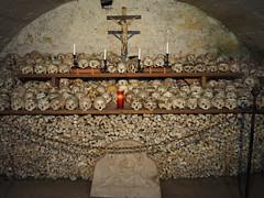 Gebeinehaus (SabineSahm) Tags: kreuz schädel knochen gebeine salzburgerland österreich hallstatt bone bones skull