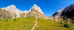 Panoramica hacia Sentinel (CANNIVALS) Tags: canada color trekking 35mm landscape sony paisaje alberta rockymountain banff fullframe rocosas larchvalley ilce 7r sentinelpass lagomoraine trekkingsentinel traillarchvalley panoramicasentinelpass pnbanff