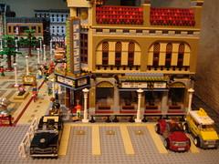 Lego Modular City Square Finished tiling and waterornament (LegoSjaak) Tags: city building brick square layout town big lego market centre bricks large plan bank stadtmitte modular gross plein stad gebouw gebouwen groot 2016 2017 modulair