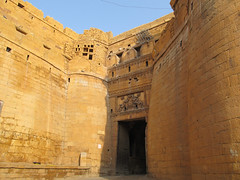 "Fort de Jaisalmer <a style=""margin-left:10px; font-size:0.8em;"" href=""http://www.flickr.com/photos/127723101@N04/22399469521/"" target=""_blank"">@flickr</a>"