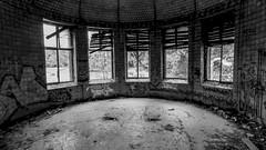 20150725-P1580240 (katharina_amari) Tags: blackandwhite berlin architektur bauten teufelsberg lostplaces beelitzheilstätten beelitzerheilstätten