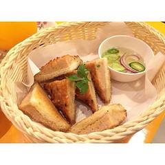 ขนมปังหมูไข่กุ้ง 🍞🍤 ขนมปังกร๊อบกรอบ หน้าหมูที่มีส่วนผสมของไข่กุ้ง รสชาติอร่อยกลมกล่อม.. อือหื้มม รอไรล่ะ หาแดกซิครับ 😅 #มานี่มีหม้อ #อร่อยไปแดก #กูจะไม่ยอมอ้วนคนเดียว #กูจะไม่ยอมเห็นรูปนี้คนเดียว