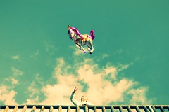 My little pony (Hernan Piñera) Tags: photo photography foto fotografia imagen image pic fotografo photographer hernanpiñera niña cielo juego jugando globo flota aire helio cuerda libertad nubes girl sky game playing balloon fleet air helium rope freedom clouds