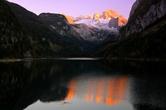 Autumn sketch of the setting sun (mark.paradox) Tags: austria vorderegosausee dachstein mountain lake landscape sunset colors view reflection evening autumn nature water beauty österreich landschaft sonnenuntergang see berg reflexion австрия гозау озеро пейзаж вид закат горы отражение eosdeurope brilliant wow