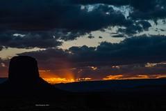 Monument Valley (Elena Brugnara) Tags: monumentvalley beautifulplace sunset usa utah