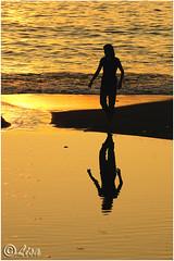Controluce in spiaggia, Liguria (Italia) (Livio Saule) Tags: controluce monocromo viraggio