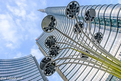 A glance (and a finger) pointing to the sky (Gian Floridia) Tags: milano piazzagaeaulenti portanuova cielo diagonale dito finger glance indice sguardo sky torreunicredit